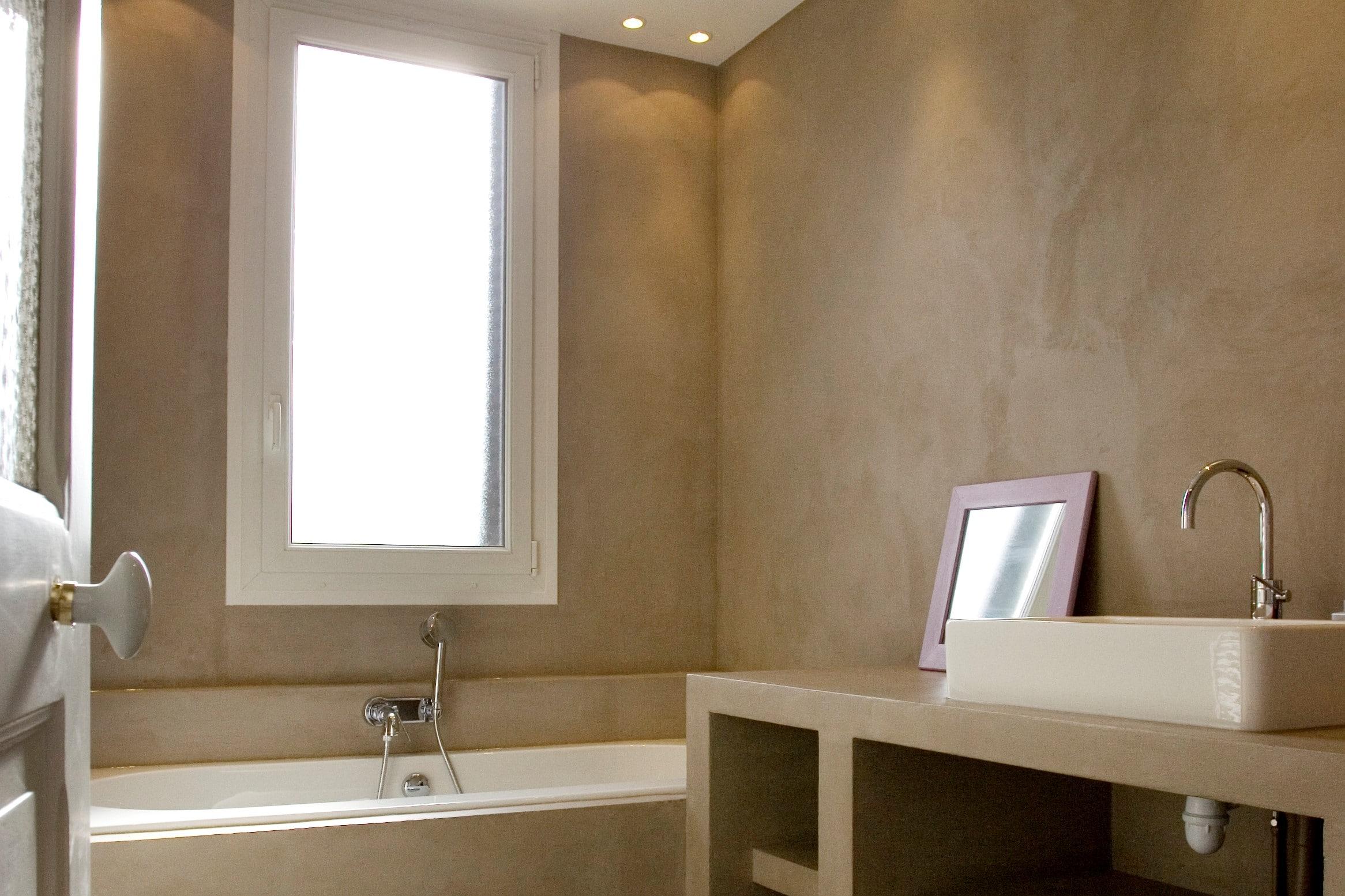 Après rénovation d'une salle de bain, immobilier neuf, style épuré et couleur moderne
