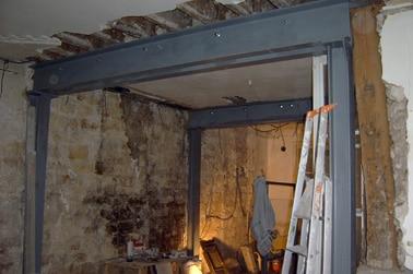 Avant rénovation d'un duplex parisien, pièce en travaux